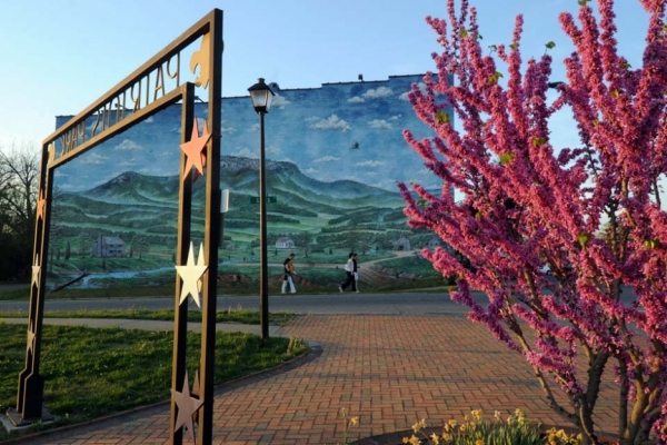 Kings Mountain's mural portrays a Revolutionary War-era mountain scene.