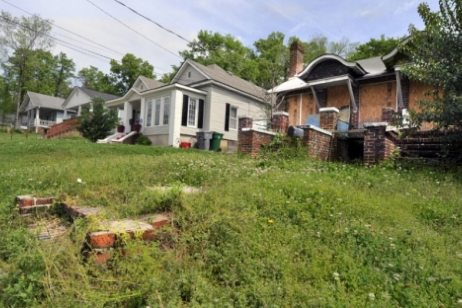 Villa Heights: Fixer-upper at rear, vacant lot in foreground.